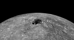 Fig. 2  Mercury's north pole regian with 1000 km basalt rise in foreground radar image of Mercury's north pole