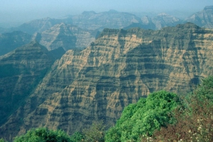 A vertical mile of horizontally bedded Deccan Traps (Credit Mike Widdowson)