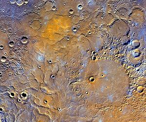 Fiig. 1 MESSENGER mosaic of North Pole area of Mercury (credit NASA/JHUAPL)