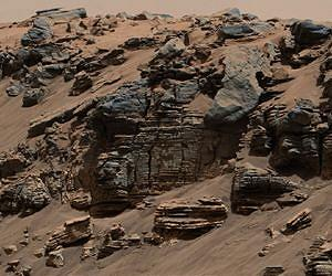Fig. 2. Evenly layered sedimentary rock in Mt. Sharp