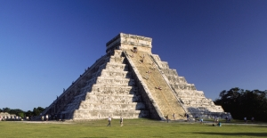 Fig. 4 Pyramid el -Castillo in the ancient Mayan city of Chichen Itza